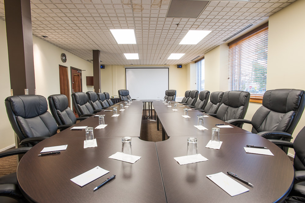 Salle de réunion / Business meetings – Réunions et événements / Meetings and events - Hotels Gouverneur Rouyn Noranda