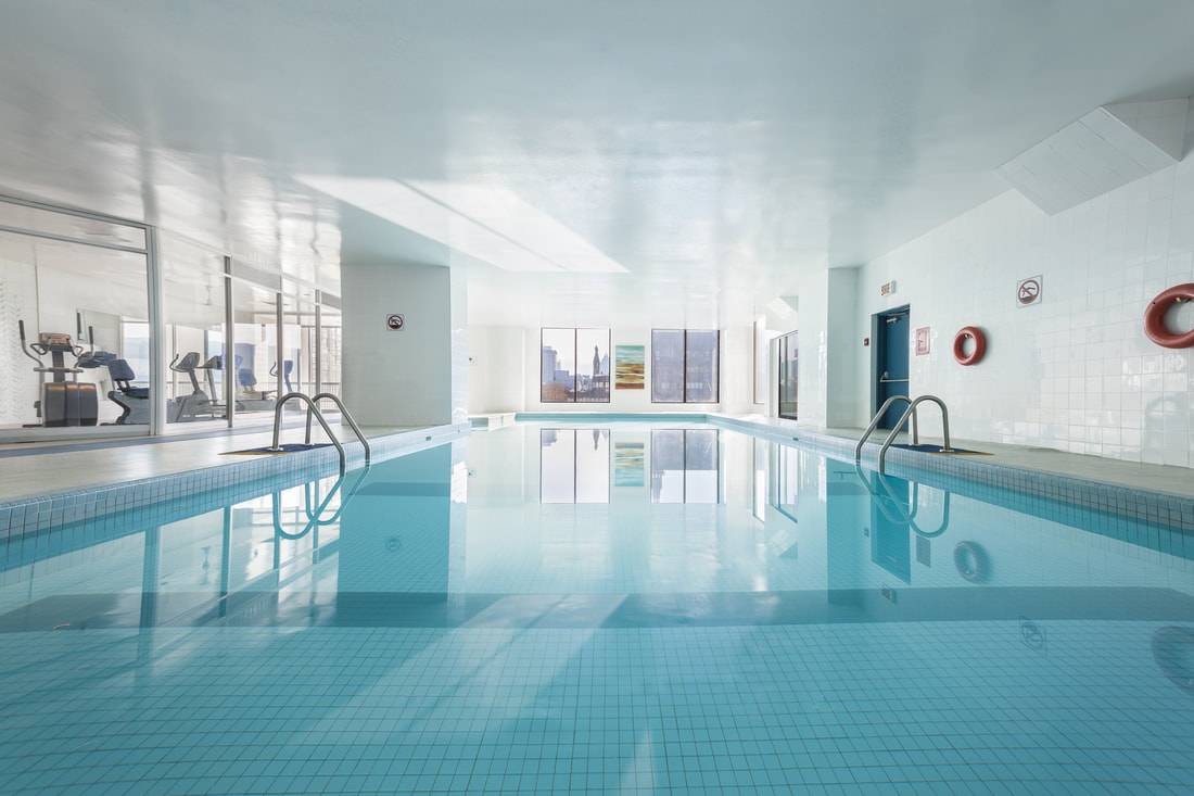 Indoor Outdoor Pool - Hôtels Gouverneur